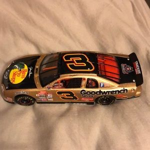 Goodwrench 1:32 scale Dale Earnhardt stock car